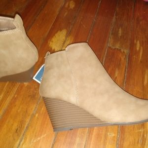 Beige size 8.5 ankle boots